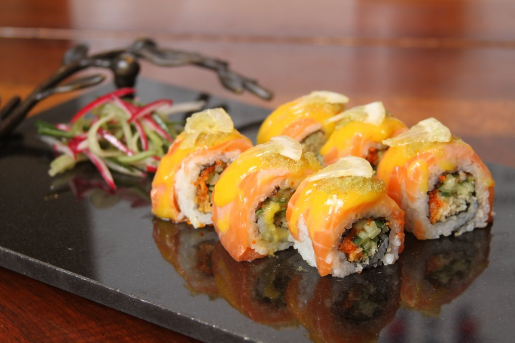 salmon maki2.JPG